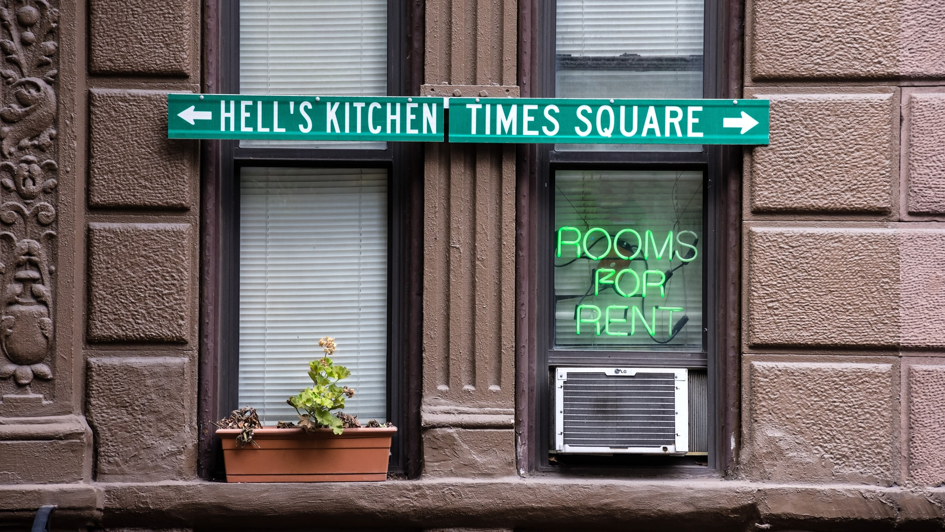 Platinum 39 s neighborhood guide to hell 39 s kitchen midtown for Hell s kitchen luxury apartments